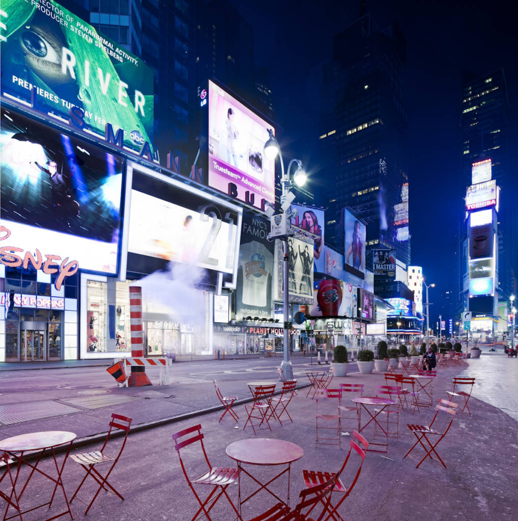empty times square tables