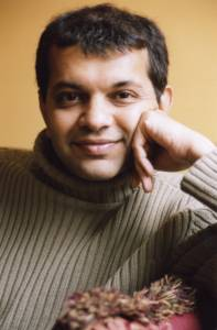 Headshot of Suketu Mehta