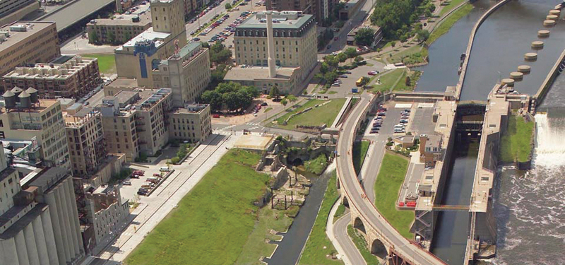 birds eye view of buildings and park